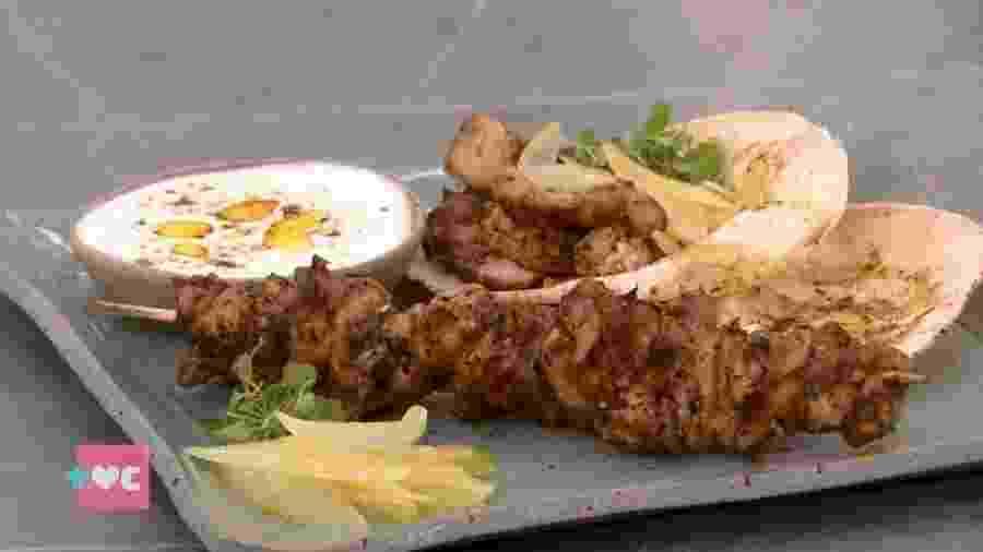 """Kebab de espeto de frango foi a receita feita hoje pela Ana Maria Braga no """"Encontro"""" - Reprodução/TV Globo"""