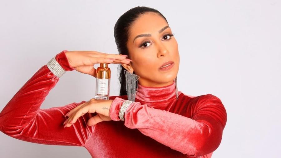 Amanda Djehdian divulgando linha de produtos para olheiras  - Divulgação