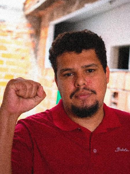 Paulo Lima, o Galo, criador do grupo Entregadores Antifascistas, luta pelos direitos do entregadores de comida - Felipe Larozza/UOL