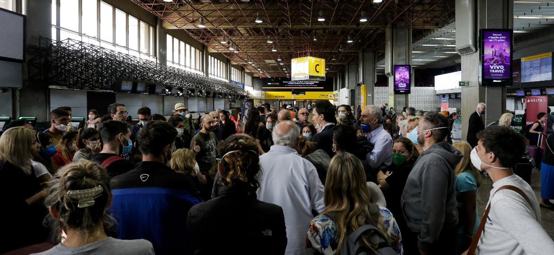 Segundo AirHelp, 1 em cada 12 pessoas que partiram de aeroportos brasileiros teve problemas de atraso ou cancelamento de voo no período analisado - Rebeca Figueiredo Amorim/Getty Images