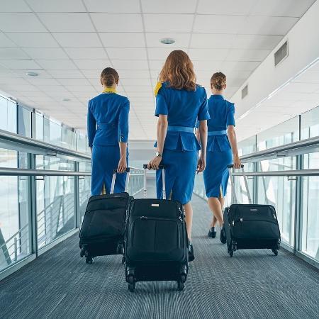Comissárias de bordo têm entrado na Justiça contra empresas por causa de exigências com aparência - Getty Images/iStockphoto