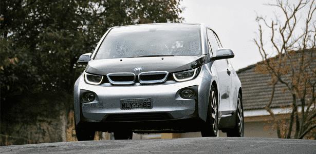 BMW i3 é primeiro elétrico à venda no varejo, e atualmente custa R$ 209.950 - Murilo Góes/UOL