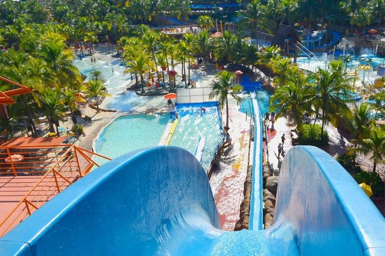 Para refrescar veja os melhores parques aqu ticos para for Piscina de sal em olimpia