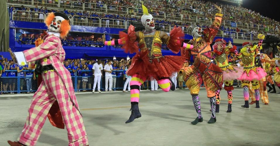 9.fev.2016 - O samba-enredo da São Clemente foi inspirado na situação política e fala sobre palhaços