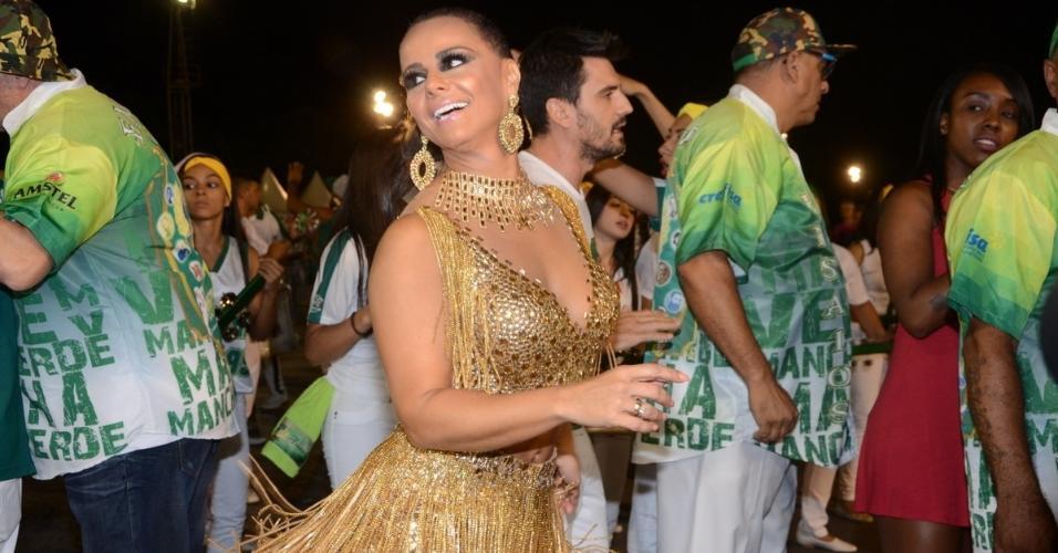 Vivi Araújo samba ao som da bateria da Mancha Verde em ensaio técnico da escola no Anhembi