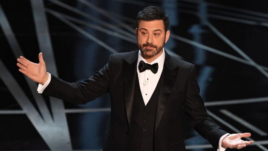 O apresentador Jimmy Kimmel, que passou ileso ao erro na entrega do Oscar 2017 - Mark Ralston/AFP/Getty Images