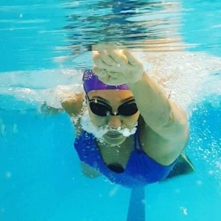 Sheron Menezzes escolheu a natação como exercício física na reta final de sua gravidez  - Reprodução/Instagram/@sheronmenezzes