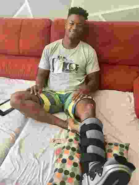 O ator David Junior se recupera após sofrer acidente de moto - Reprodução / Instagram