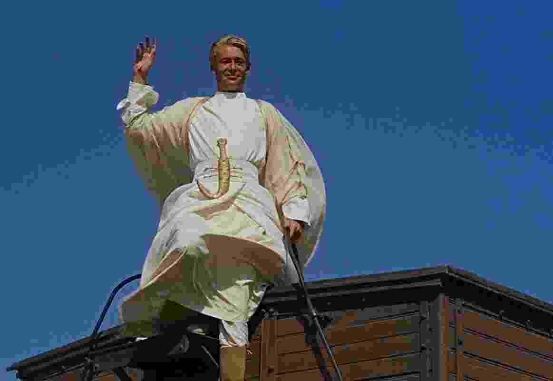 Peter O'Toole em cena em Lawrence da Arábia (1962) - Divulgação