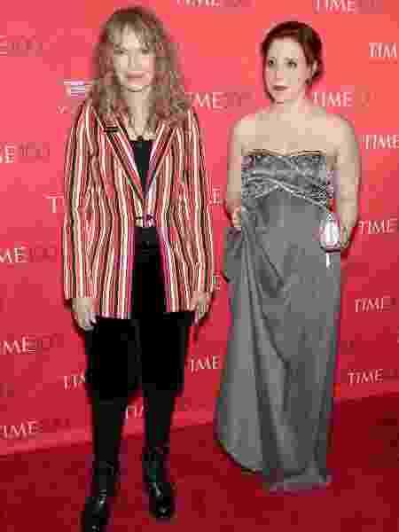Dylan Farrow com sua mãe Mia Farrow no tapete vermelho da festa de gala da revista Time em 2016 - Neilson Barnard/AFP - Neilson Barnard/AFP
