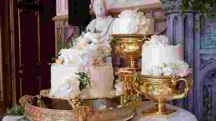 O bolo do casamento de Harry e Meghan - Reprodução/Twitter