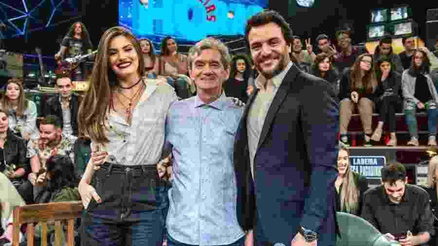 """Camila Queiroz e Rodrigo Lombardi participam do programa """"Altas Horas"""", da TV Globo - Fábio Rocha/Gshow/Divulgação"""