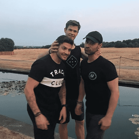 Chris Hemsworth com seus amigos Luke Zocch e Aaron Gris - Reprodução/Instagram - Reprodução/Instagram