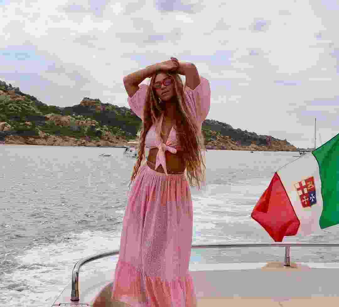 Do blazer ao vestido: inspire-se nos looks monocromáticos de Beyoncé - Reprodução/Instagram