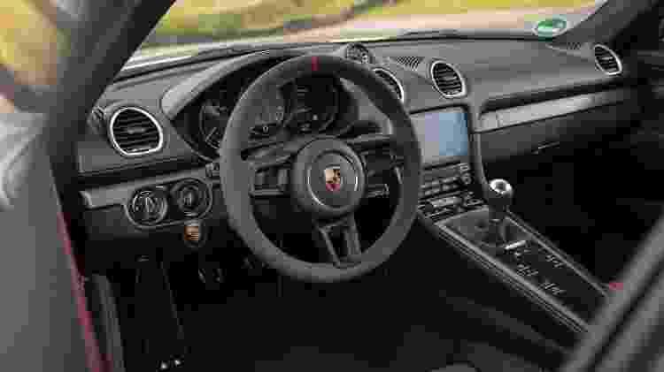 Volante do Porsche 718 Cayman GT4 - Rossen Gargolov/Divulgação - Rossen Gargolov/Divulgação