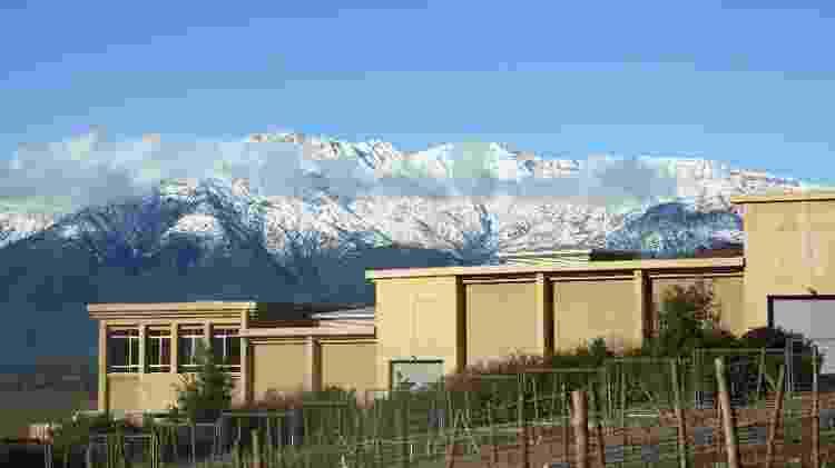 Vista lateral da vinícola Haras de Pirque, no Chile, direto para a Cordilheira dos Andes - Diuvlgação - Diuvlgação