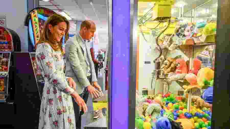 Não é comum ver demonstrações de afeto em público entre casais reais - Getty Images
