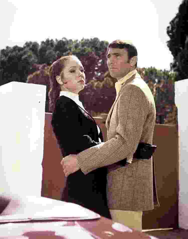 Diana Rigg e George Lazenby em cena de '007 - A Serviço Secreto de Sua Majestade' (1969) - Reprodução/IMDb - Reprodução/IMDb