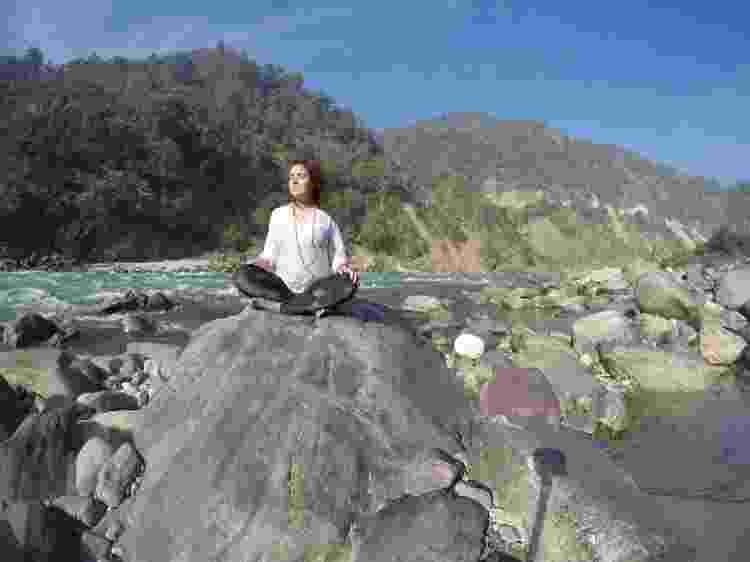 Priscilla meditando em Rishikesh - Arquivo pessoal - Arquivo pessoal