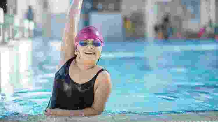 Criança fazendo exercício, natação, obesidade infantil - iStock - iStock