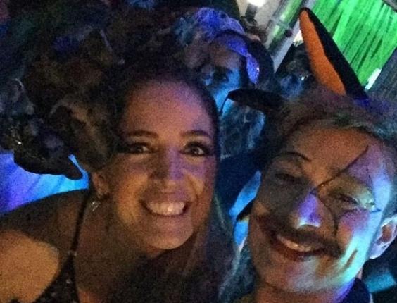 """05.fev.2016 - A apresentadora do """"Fantástico"""" Poliana Abritta vai ao Baile do Sarongue, festa tradicional do Carnaval carioca. O baile reúne famosos e anônimos, e o local é secreto até a última hora"""