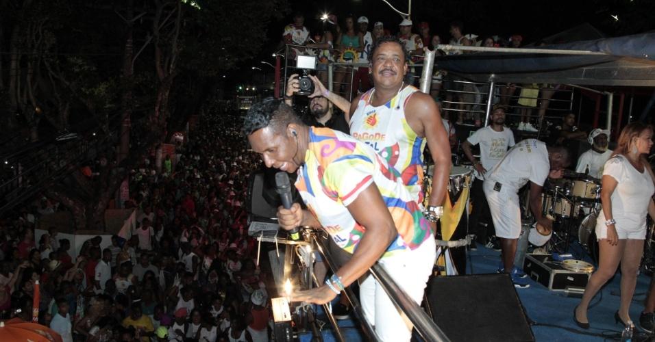 """4.fev.2015 - Beto Jamaica e Compadre Washington """"abre os trabalhos"""" no primeiro dia de folia do Carnaval de Salvador"""