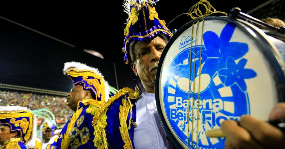 8.fev.2016 - Integrantes da bateria da Beija-Flor, escola que homenageou o Marquês de Sapucaí