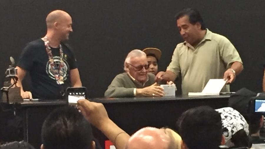 Stan Lee passeia pelo estande da Marvel e dá autógrafos na San Diego Comic-Con 2016 - Felipe Branco Cruz/UOL