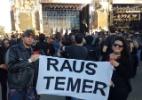 """Público leva faixa com """"Fora, Temer"""" em alemão para festival de metal em SP - Rodolfo Vicentini/UOL"""