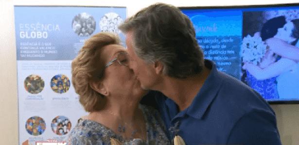 """Aracy Balabanian e Novaes revelam """"amor à primeira vista"""" e trocam selinho - Reprodução/TV Globo"""