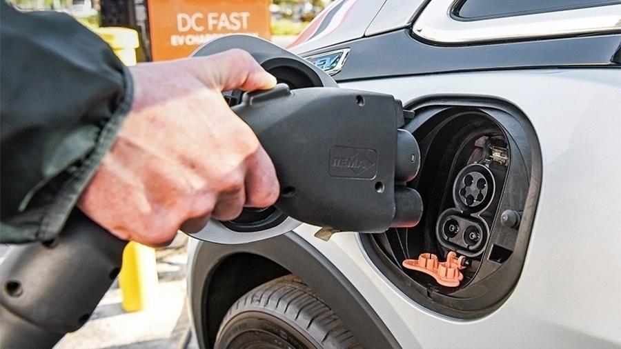 08bb5e071d3 Entrada de recarregamento dos carros elétricos passou a ser padronizada há  pouco tempo Imagem  Divulgação