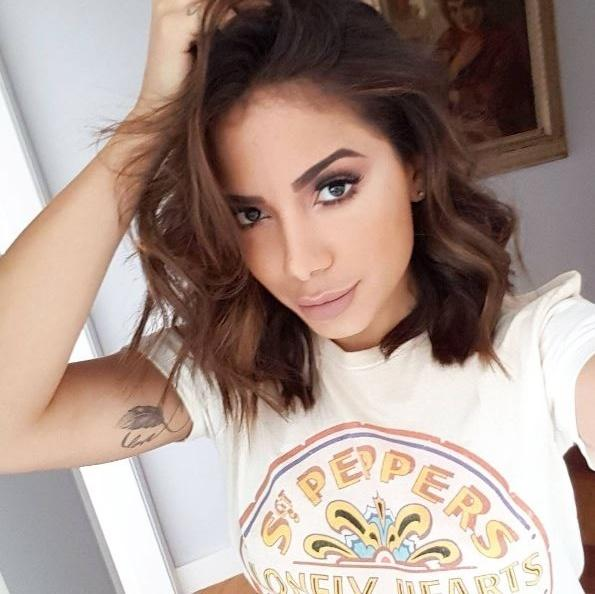 Anitta mostra o corte de cabelo