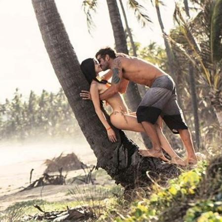 Dado Dolabella beija a namorada Gabe Pascoal em praia de Maceió (AL) - Reprodução/Instagram/dadodolabella