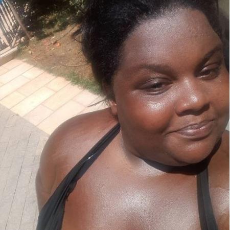 MC Carol posta foto de biquíni na piscina e manda recado para haters - Reprodução/Instagram/@mccaroldeniteroioficial