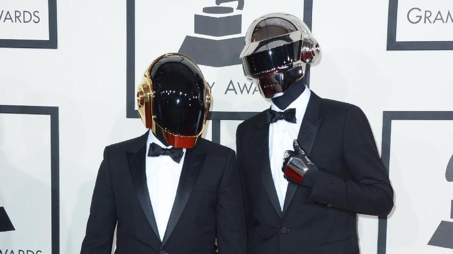Elegantes e mascarados: integrantes do Daft Punk posam para foto no Grammy de 2014 - Reuters