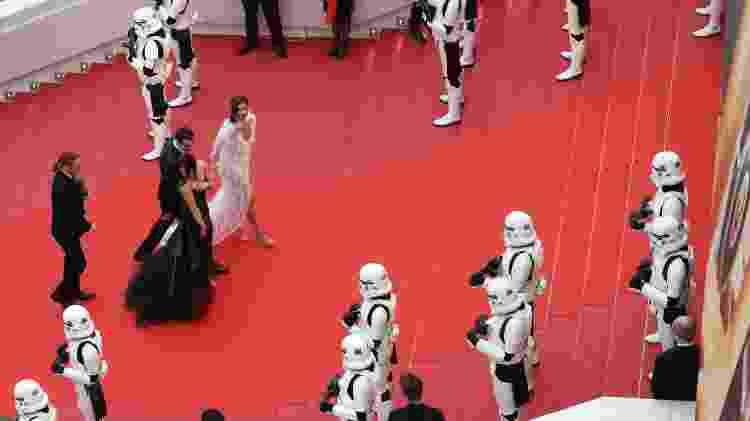 "Soldados stormtroopers da saga ""Star Wars"" fazem ""guarda"" em Cannes - Valery Hache/AFP Photo - Valery Hache/AFP Photo"