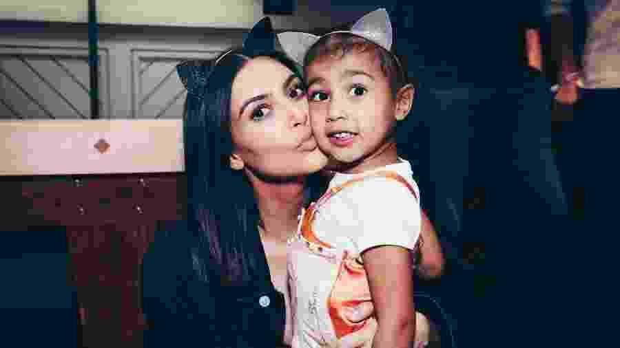 Mãe e filha em evento da cantora Ariana Grande - Getty Images