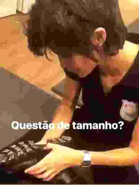 Após assumir namoro, Nanda Costa brinca com tamanho de sapato. - Reprodução/Instagram