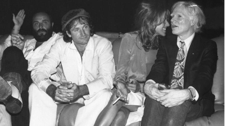 Valerie Velardi, primeira mulher de Robin Williams, ao lado do ator e do artista Andy Warhol - Reprodução/Facebook/Valerie Velardi