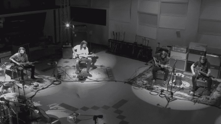 """Dave Grohl em em teaser de """"Play"""" - Reprodução"""