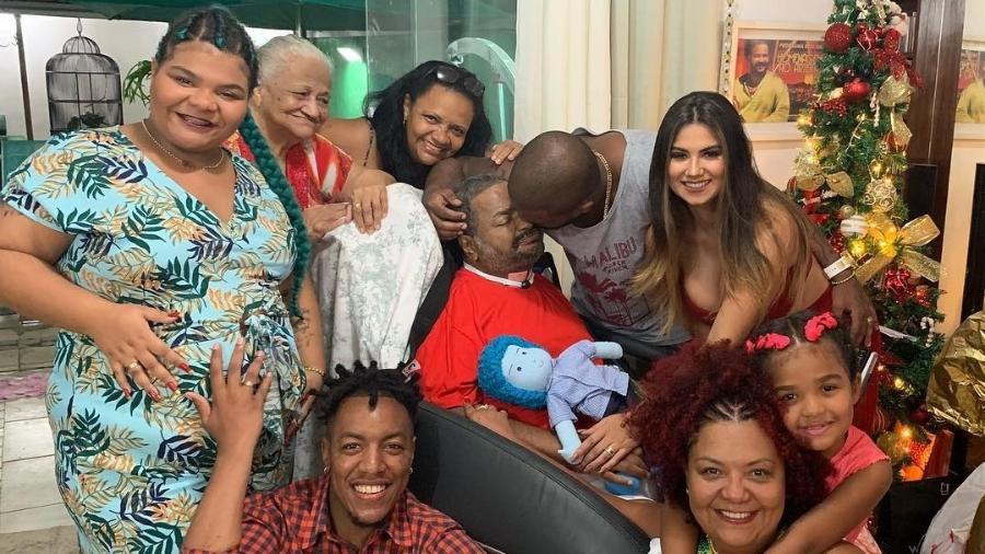 Arlindinho comemora o Natal ao lado do pai, o sambista Arlindo Cruz, que passou mais de um ano internado - Reprodução/Instagram