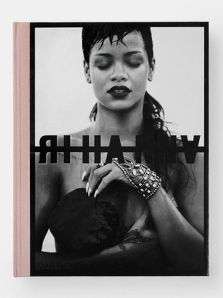 Uma das capas da fotobiografia da Rihanna - Divulgação