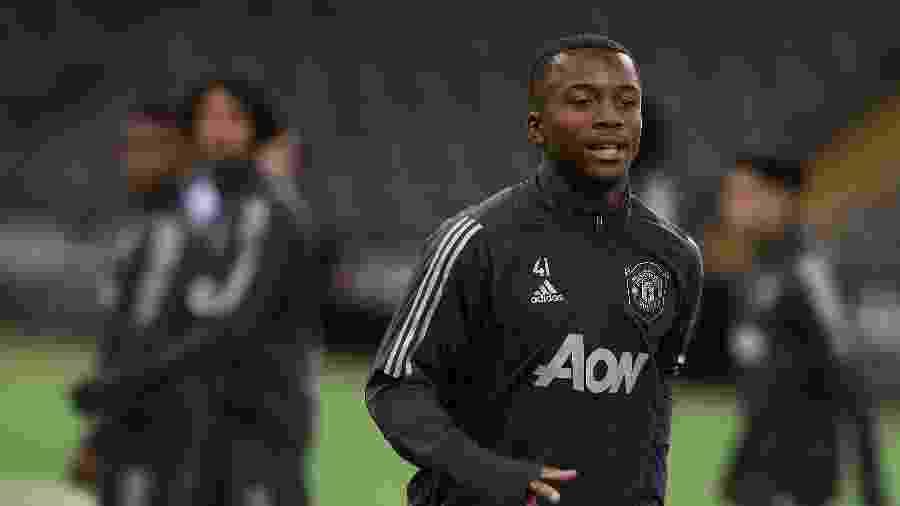 Ethan Laird, de 18 anos, é um dos jogadores jovens que jogarão pela primeira vez pelo United - Getty Images