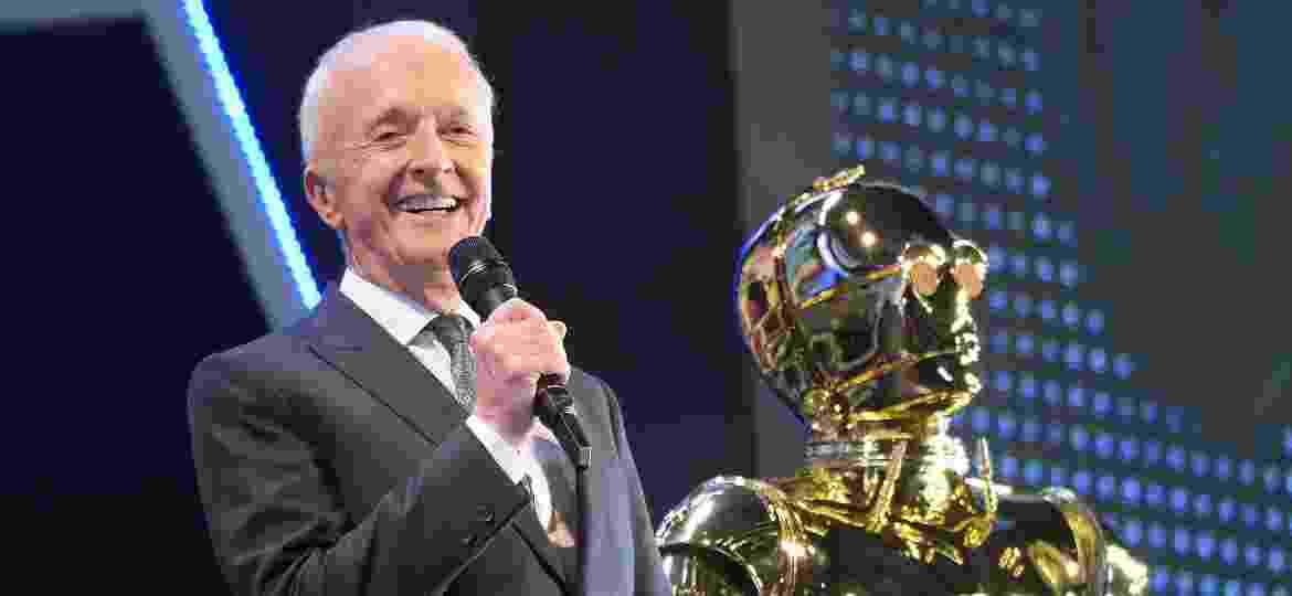 Anthony Daniels com C-3PO, o droid que interpreta no universo Star Wars - Jun Sato/WireImage