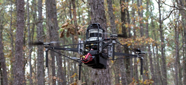 Testes com drone autônomo ocorreram em florestas de pinus nos Estados Unidos - Divulgação