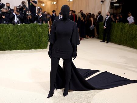 Met Gala 2021: Kim Kardashian vira meme ao cobrir todo o rosto e o corpo - 13/09/2021 - UOL Nossa