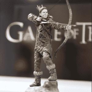 """A personagem Ygritte, eterna paixão de Jon Snow, também ganhou versão em miniatura que está exposta na área dedicada a """"Game of Thrones"""" na Comic-Con - Reprodução/Twitter oficial/@GameofThrones"""
