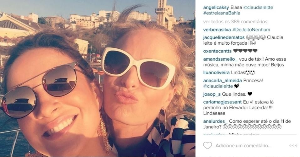 7.dez.2015 - Angélica tietou a amiga Claudia Leitte na segunda-feira. A apresentadora, que está na Bahia para gravar um especial para o