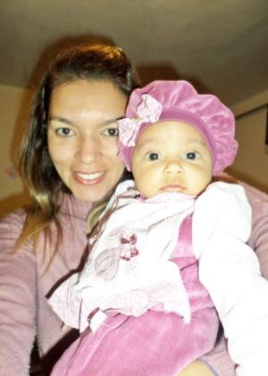 Eliane Mendes descobriu que estava com tendinite enquanto dava banho na filha - Arquivo Pessoal