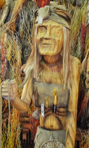 """Carro """"Sagrada insurreição"""" é feito com bambu e galho seco, e vai refletir sobre fé e esperança"""